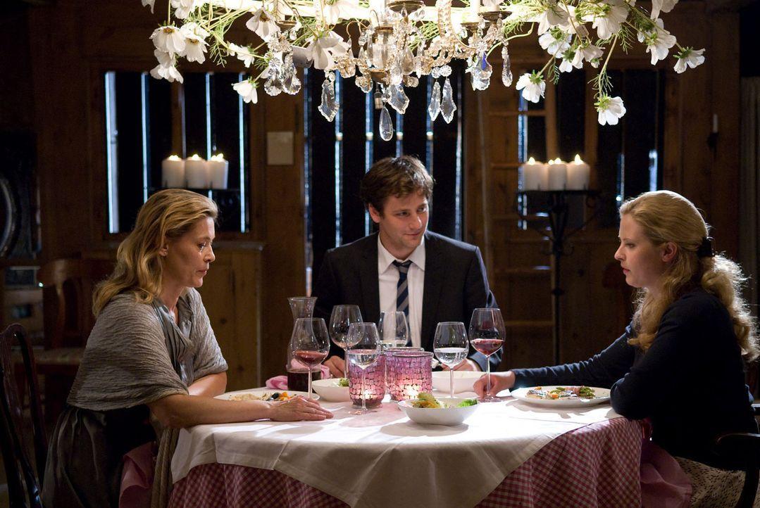 Das gemeinsame Abendessen verläuft nicht gerade harmonisch zwischen Mutter und Tochter. Dabei ist Christiane nichts wichtiger, als sich mit Greta zu... - Bildquelle: Willi Weber Sat.1