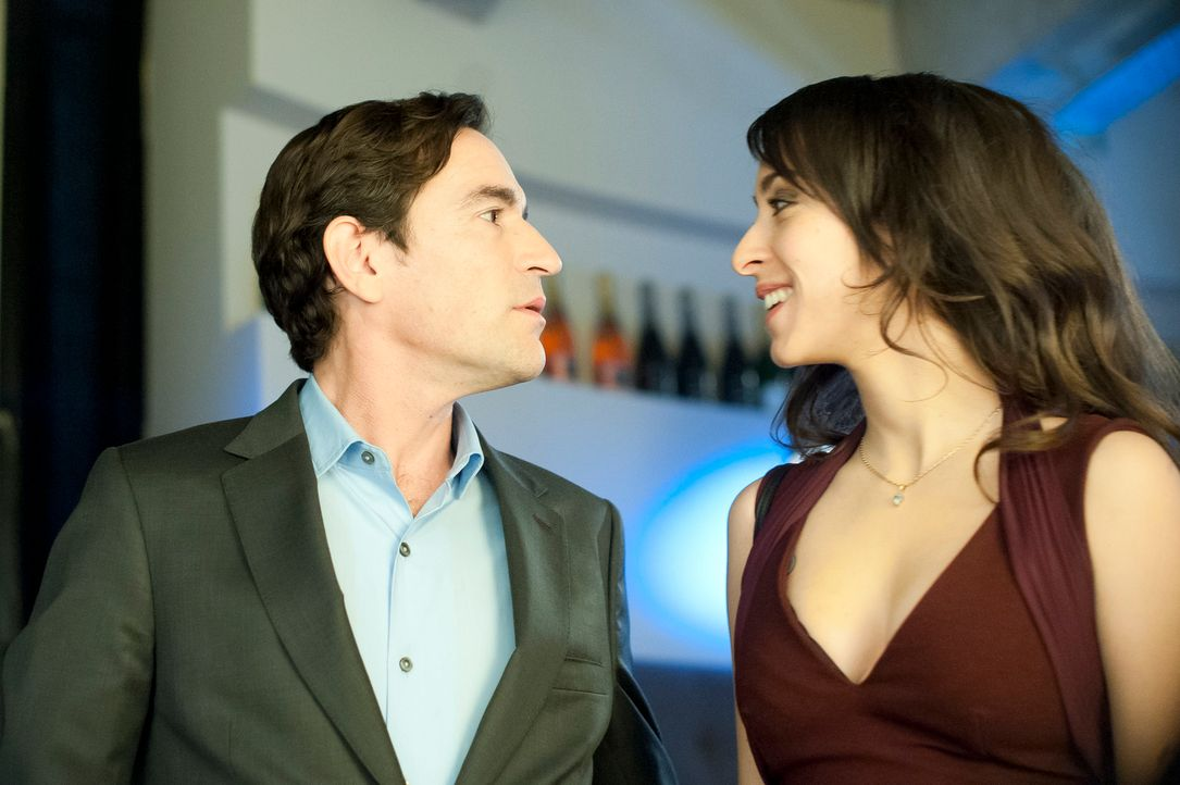 Während Mia (r.) versucht zu Stephen (l.) durchzudringen, entdeckt dieser ganz neue Seiten an sich ...