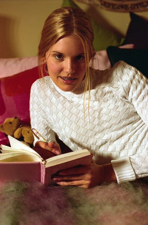 Die 15-jährige Martha Moxley (Maggie Grace) wird im Jahr 1975 in Belle Haven, Connecticut ermordet. Alle Hinweise auf den Mörder deuten auf Mitgli... - Bildquelle: Sony Pictures Television International. All Rights Reserved.