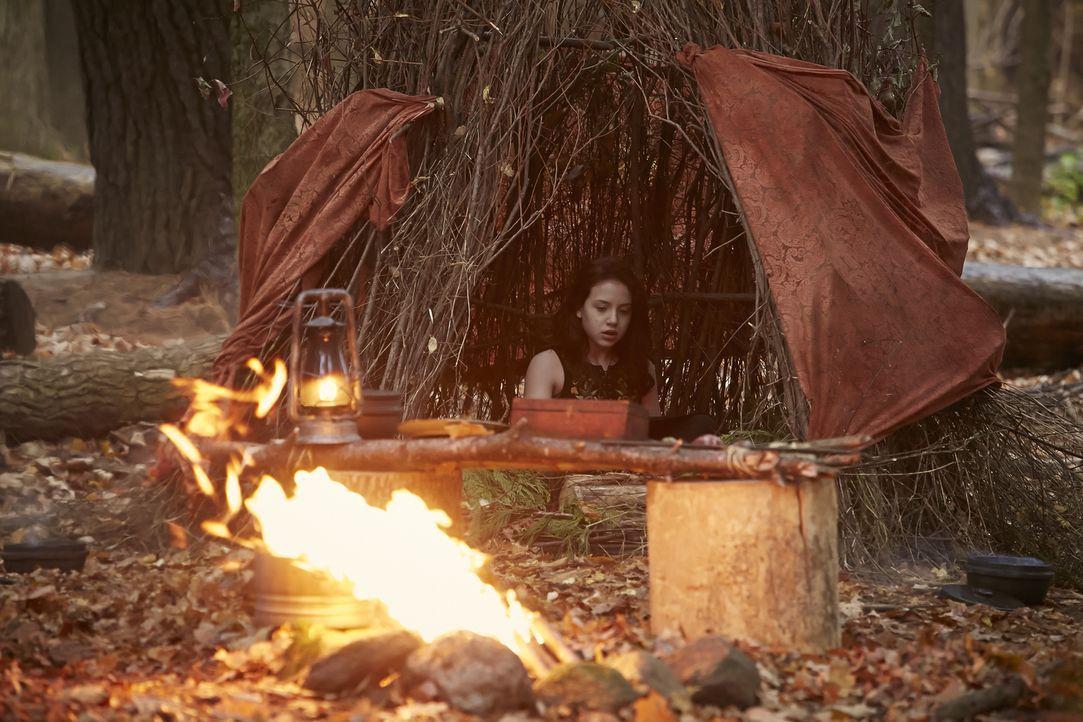 Muss das Hexen-Ritual über sich ergehen lassen, um ihre Magie besser unter Kontrolle zu haben: Savannah (Kiara Glasco) ... - Bildquelle: 2015 She-Wolf Season 2 Productions Inc.