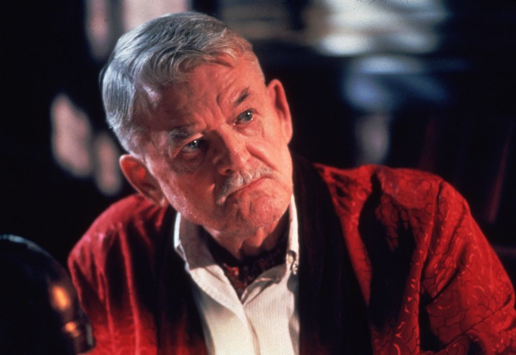 Mr. Pappy (Hal Holbrook), der Kommandeur der Taucherschule, will auf keinen Fall der erste Kommandeur sein, unter dem ein Schwarzer zum Marinetauche... - Bildquelle: 2000 Twentieth Century Fox Film Corporation. All rights reserved.