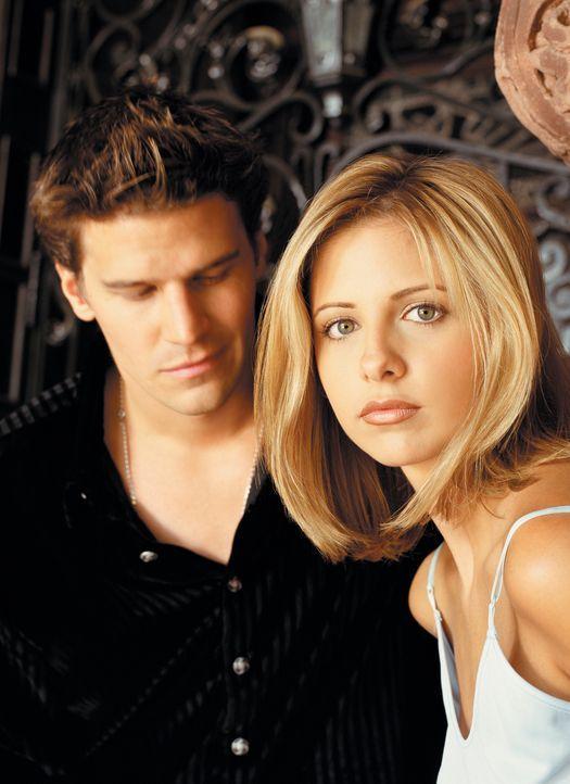 (2. Staffel) - Angel (David Boreanaz, l.) ist der einzige Vampir, der dank eines Fluches über eine Seele und damit über menschliche Züge verfügt. Er... - Bildquelle: (1998) Twentieth Century Fox Film Corporation.