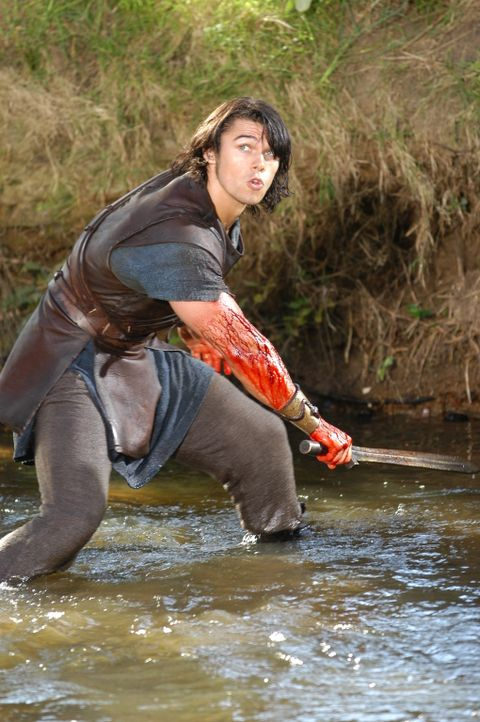 Weil er in einem Anfall von Wahnsinn seine Frau tötet, muss Hercules (Paul Telfer) 12 herkulische Aufgaben verrichten ... - Bildquelle: Ken George Hallmark Entertainment