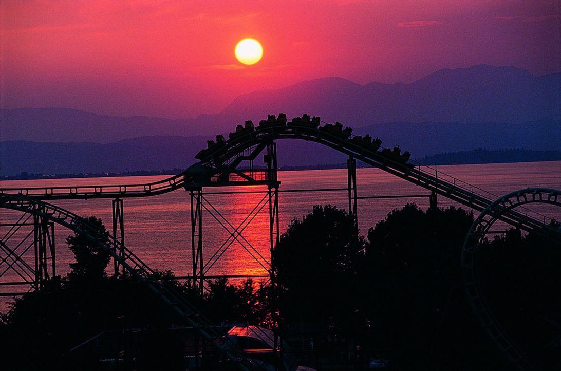 """600.000 Quadratmeter pures Freizeitvergnügen für Jung und Alt - das verspricht """"Gardaland"""" - direkt neben dem Gardasee in Italien. Aber lohnt sich... - Bildquelle: kabel eins"""