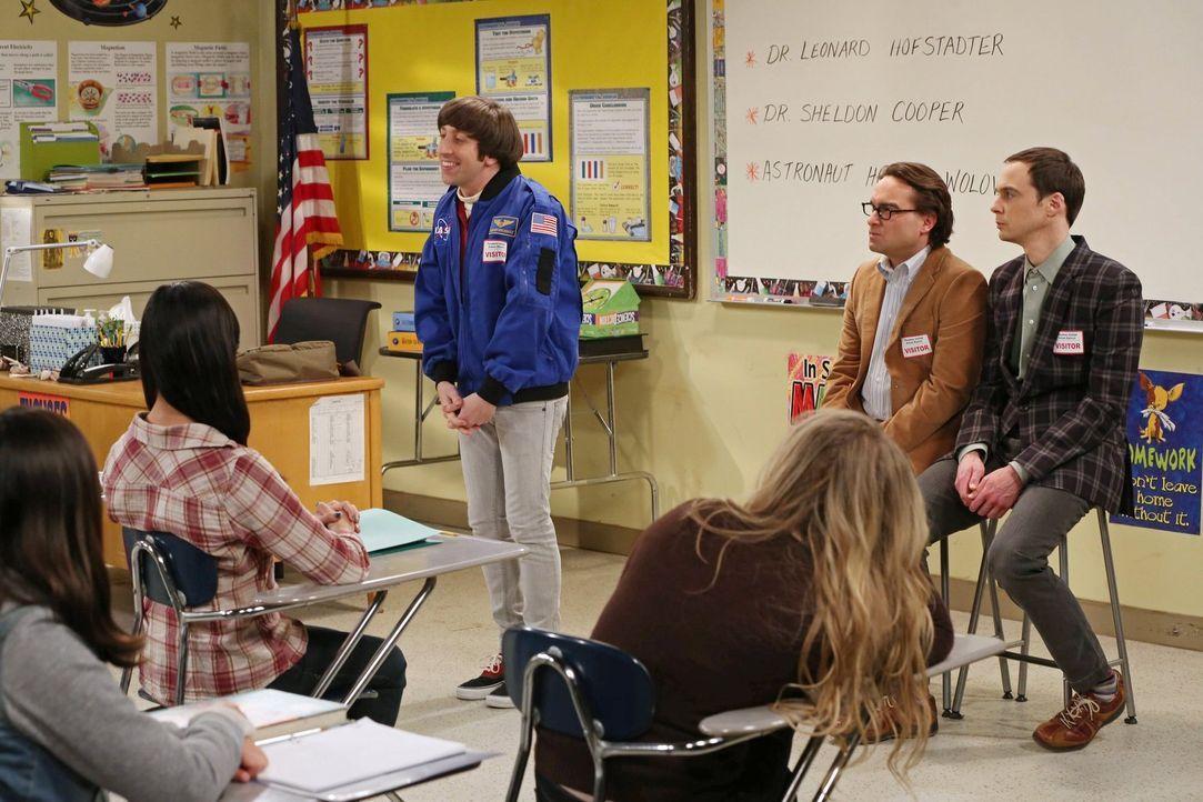Leonard (Johnny Galecki, M.), Sheldon (Jim Parsons, r.) und Howard (Simon Helberg, l.) sollen junge Mädchen für die Wissenschaft begeistern. Also ha... - Bildquelle: Warner Bros. Television