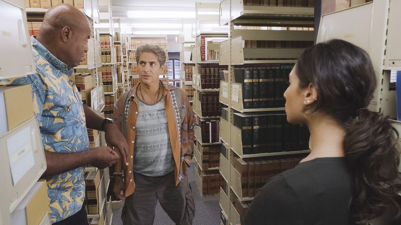 Lou Grover (Chi McBride, l.) und Tani Rey (Meaghan Rath, r.) finden den Anwalt der Täter. Können sie mit Odell Martins (Michael Imerioli, M.) Hilfe... - Bildquelle: 2018 CBS Broadcasting, Inc. All Rights Reserved