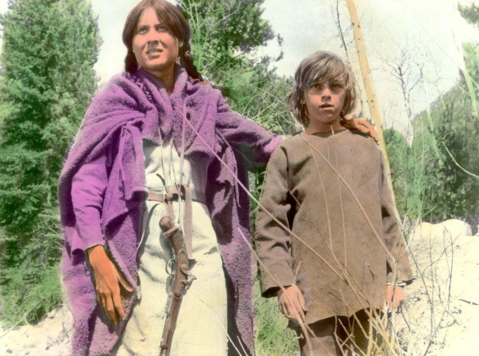 Mit der Indianerin Swan (Delle Bolton, l.) und dem stummen Caleb (Josh Albee, r.) richtet sich Jeremiah ein idyllisches Leben ein. - Bildquelle: Warner Bros. Pictures