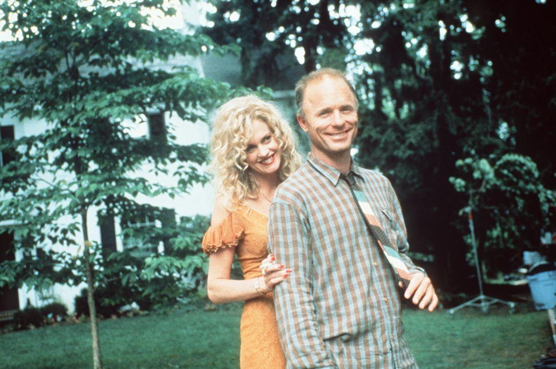 Langsam kommen sich die schöne V (Melanie Griffith, l.) und Tom (Ed Harris, r.) näher ... - Bildquelle: Paramount Pictures