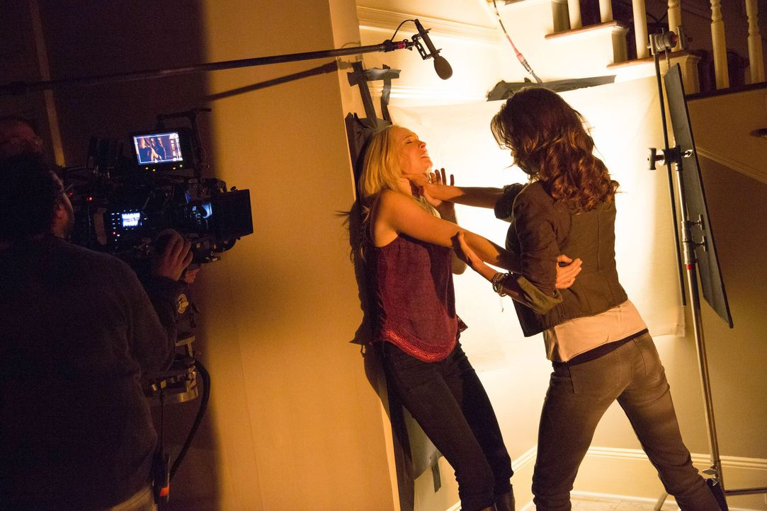 Vampire Diaries, Staffel 5: Behind the Scenes mit Candice Accola - Bildquelle: Warner Bros. Entertainment Inc.
