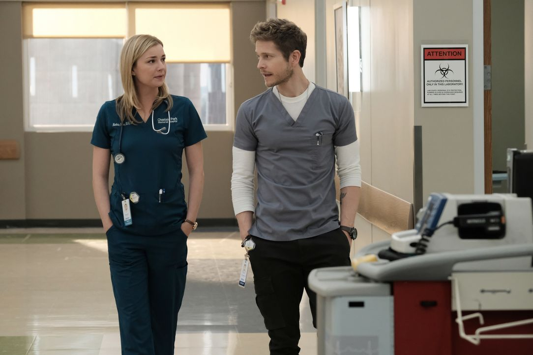 Müssen geheime Wege gehen, um den letzten Wunsch eines krebskranen Patienten zu erfüllen: Nic (Emily VanCamp, l.) und Conrad (Matt Czuchry, r.) ... - Bildquelle: Wilford Harewood 2018 Fox and its related entities.  All rights reserved./ Wilford Harewood