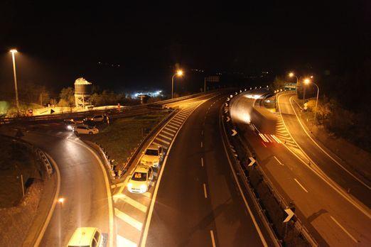 Der Sparvo-Tunnel ist nur ein Teil von Italiens brandneuer Berg-Superautobahn...