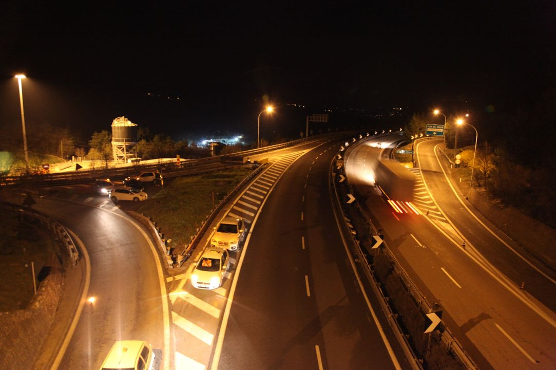 "Der Sparvo-Tunnel ist nur ein Teil von Italiens brandneuer Berg-Superautobahn ""Variante di Valico"". Sie verbindet Bologna und Florenz und hat über 8... - Bildquelle: MMIV - NGC Network International, LLC and NGC Network US, LLC. All rights reserved."