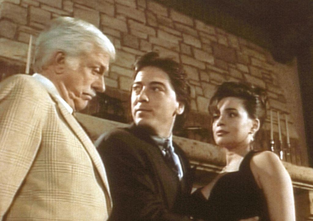 Dr. Sloan (Dick Van Dyke, l.) und Jack (Scott Baio, M.) reißen sich um einen Tanz mit der schönen Moriah (Julie Carmen, r.). - Bildquelle: Viacom