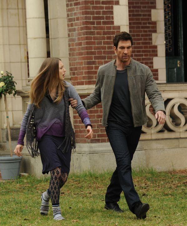 Ben (Dylan McDermott, r.) möchte unbedingt, dass Violet (Taissa Farmiga, l.) ihn ins Krankenhaus begleitet ...