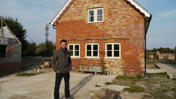 Architekt George Clarke begleitet Bau-Projekte, findet ganz nebenbei einiges...