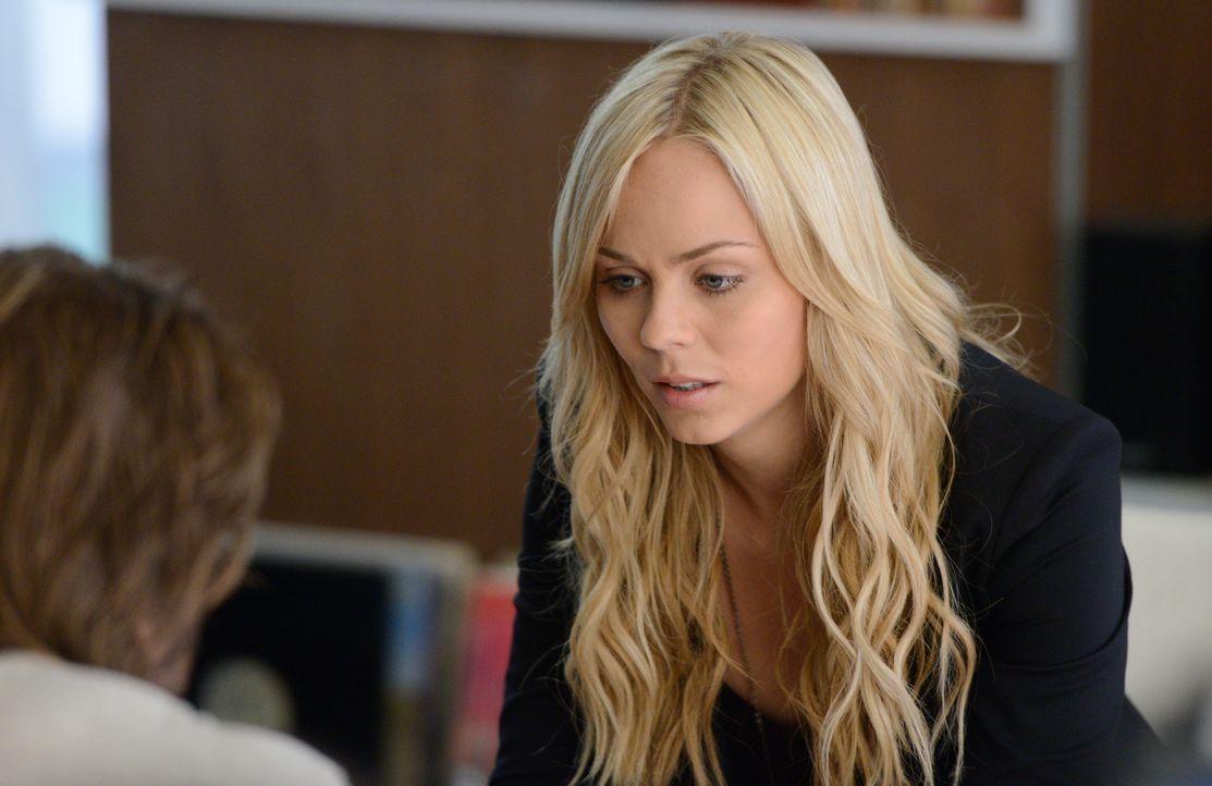 Verzweifelt versucht Elena (Laura Vandervoort), ihre zwei Welten voneinander zu trennen, aber die Grenzen verschwimmen immer weiter ... - Bildquelle: 2014 She-Wolf Season 1 Productions Inc.