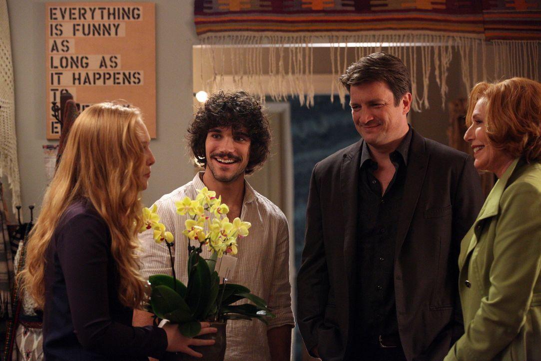 Richard (Nathan Fillion, 2.v.r.) und seine Mutter (Susan Sullivan, r.) besuchen Pi (Myko Olivier, 2.v.l.) und Alexis (Molly C. Quinn, l.) in ihrer n... - Bildquelle: ABC Studios