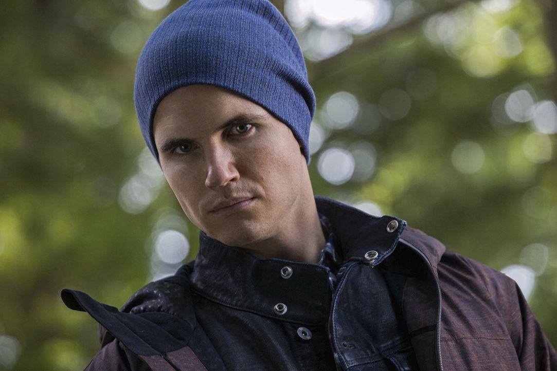 Ist Stephen (Robbie Amell) wirklich paranoid oder misstraut er dem neuen Freund seiner Mutter zu Recht? - Bildquelle: Warner Bros. Entertainment, Inc