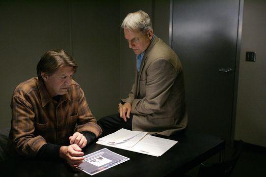 Navy CIS - Hat Navy-Sanitäter Ned Quinn (Peter Coyote, l.) etwas mit dem Mord...