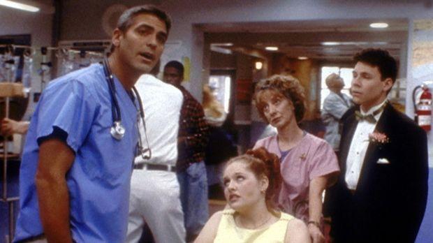 Obwohl Betsy (Adrienne Smith, M.) eine schwere Gallenkolik erlitten hat, ring...