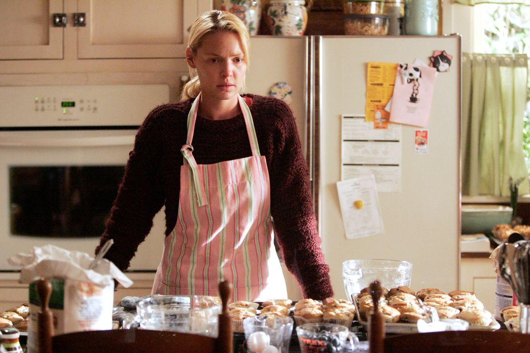 Izzie (Katherine Heigl) versucht ihren Schmerz durch Muffin-Backen zu unterdrücken ... - Bildquelle: Touchstone Television