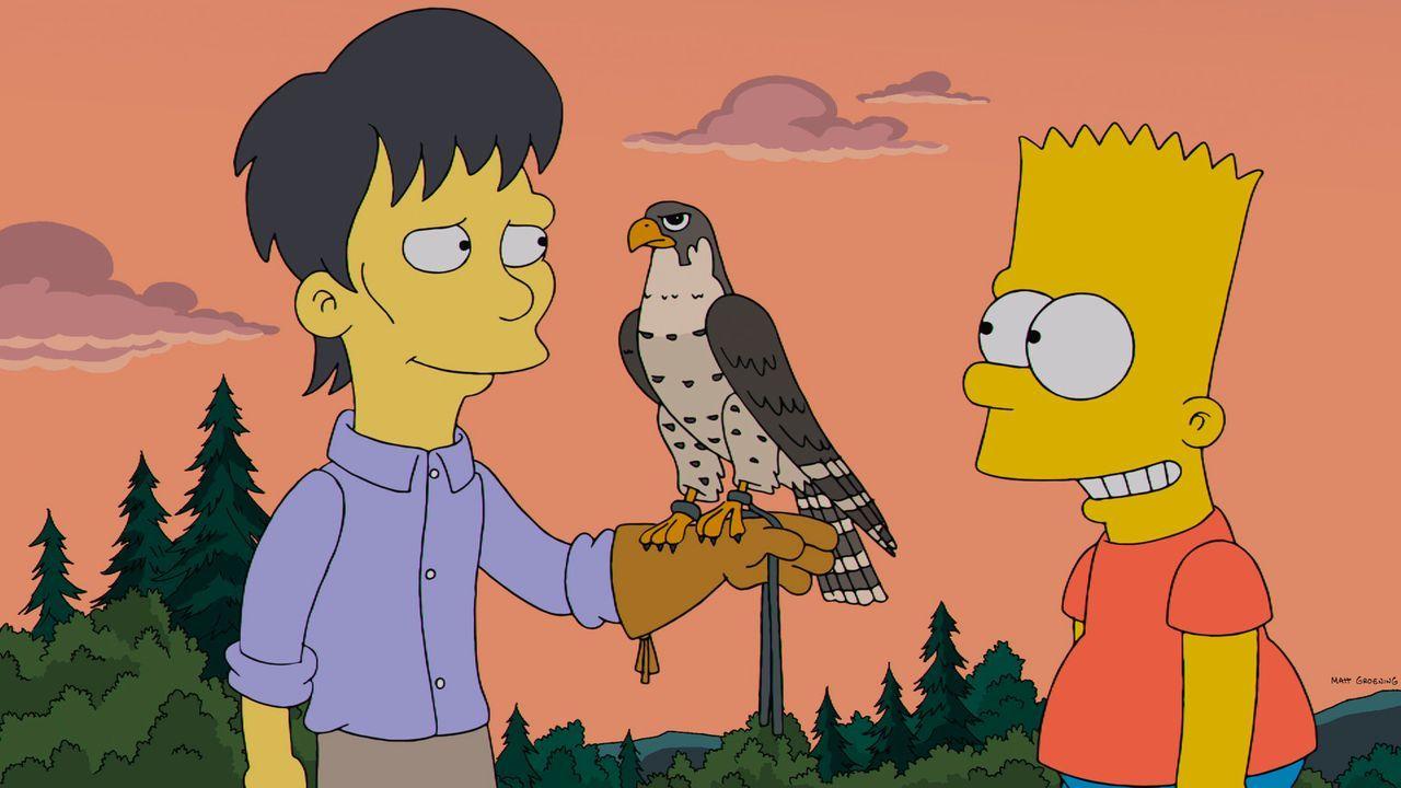 Bart Simpson (r.) freundet sich nicht nur mit seinem neuen Mitschüler Diggs (l.), sondern auch mit dessen Falken an und ist begeistert von der Falkn... - Bildquelle: 2013 Twentieth Century Fox Film Corporation. All rights reserved.