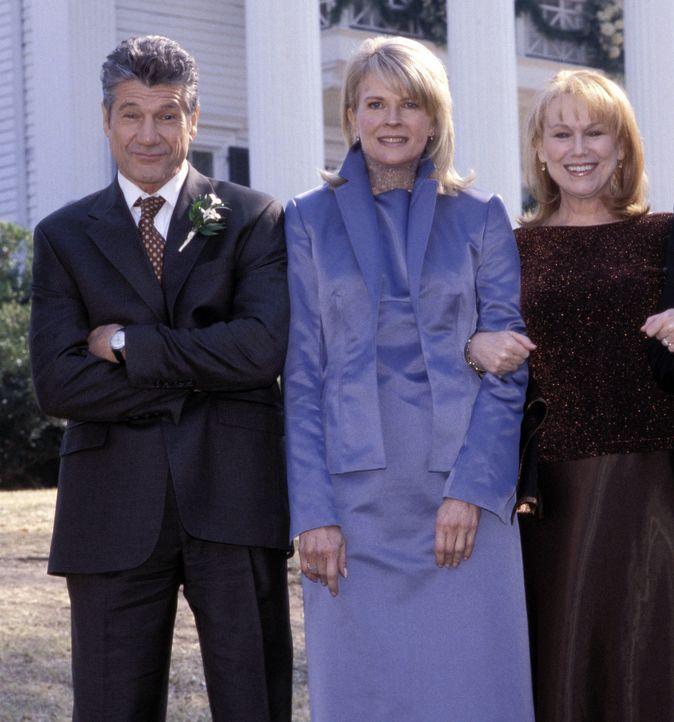 Freuen sich auf die bevorstehende Hochzeitsfeier: Kate Hennings (Candice Bergen, M.), Earl Smooter (Fred Ward, l.) und Pearl Smooter (Mary Kay Place... - Bildquelle: Touchstone Pictures