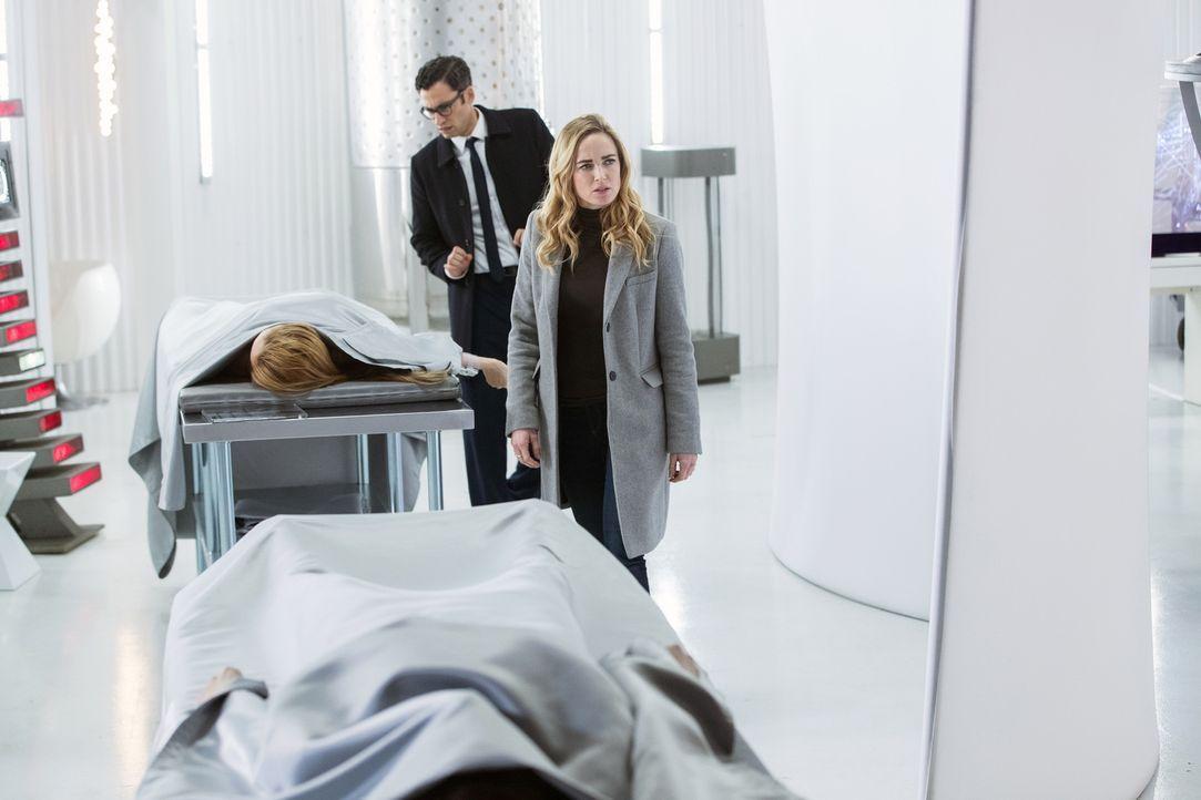 Gary (Adam Tsekhman, l.); Sara (Caity Lotz, r.) - Bildquelle: 2017 Warner Bros.