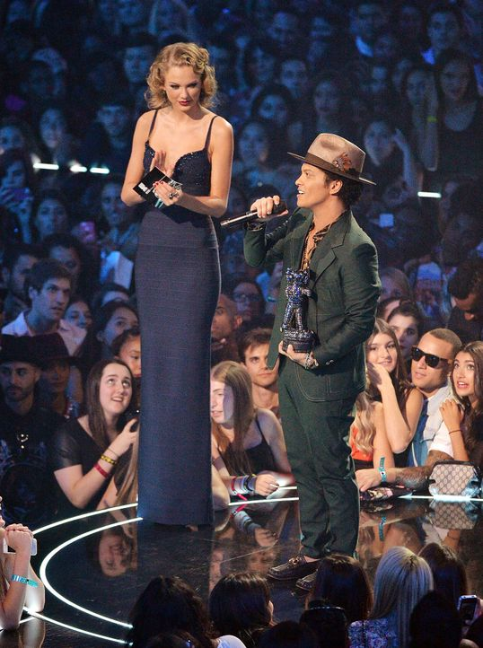 MTV-Music-Video-Awards-Taylor-Swift-Bruno-Mars-130825-getty-AFP.jpg 1491 x 2000 - Bildquelle: getty-AFP