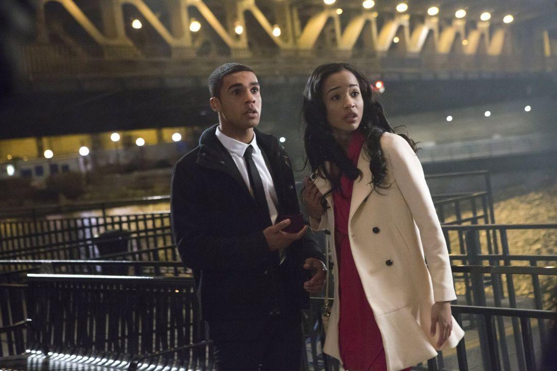 Eigentlich wollte Ennis Ross (Lucien Laviscount, l.) seinen Freundin Tamara (Erinn Westbrook, r.) einen Antrag machen, doch dann endet der Abend gan... - Bildquelle: 2013 Warner Brothers