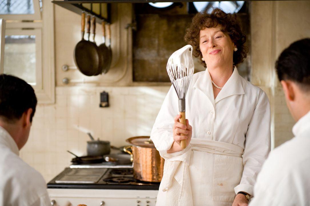 Die amerikanische Diplomatengattin Julia Child (Meryl Streep) sucht nach einer Beschäftigung während der Arbeitszeit ihres Mannes Paul und fasst e... - Bildquelle: 2009 Columbia Pictures Industries, Inc. All Rights Reserved.