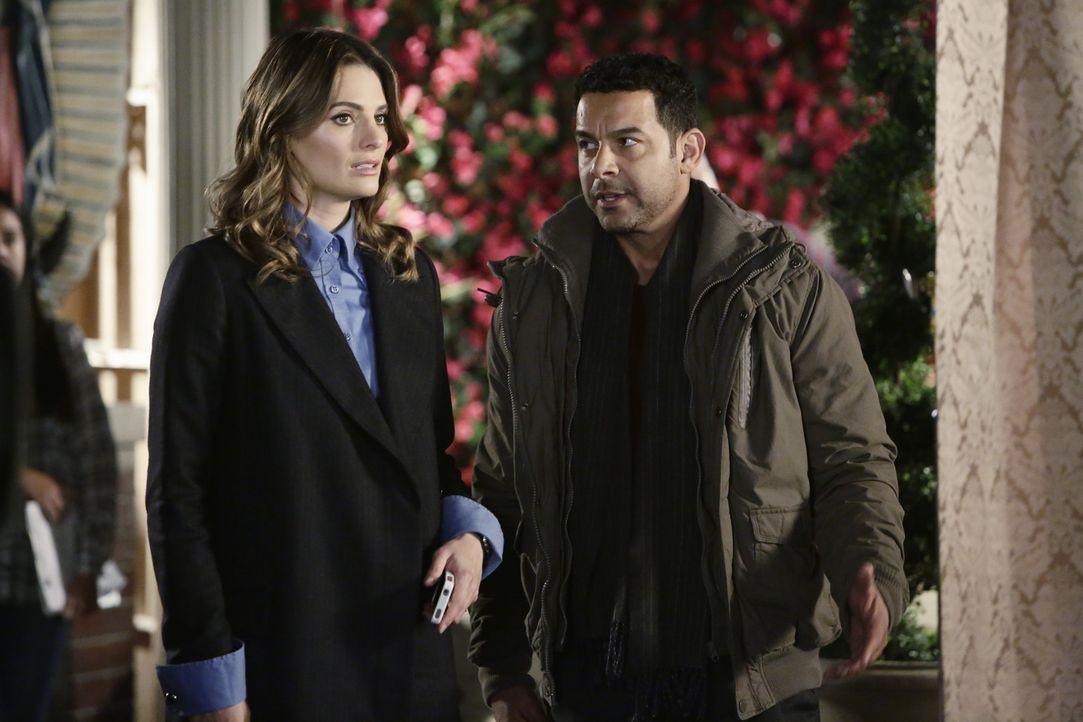 Ermitteln im Mordfall einer jungen Schauspielerin: Beckett (Stana Katic, l.) und Esposito (Jon Huertas, r.) ... - Bildquelle: ABC Studios