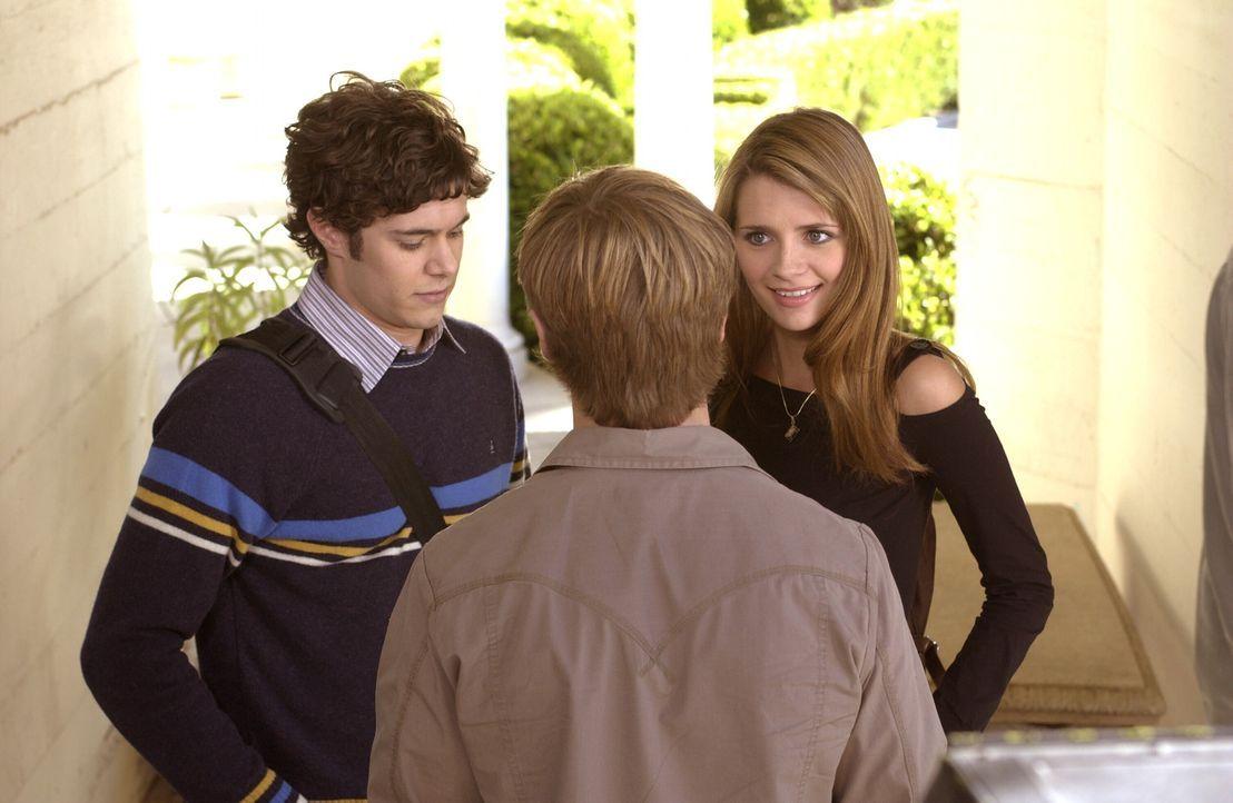 Um Klarheit über Oliver zu bekommen, begeht Ryan (Benjamin McKenzie, M.) eine Dummheit. Unverständlich für Seth (Adam Brody, l.) und Marissa (Mis... - Bildquelle: Warner Bros. Television
