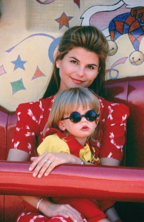 Während Jesse mit seiner Band auftritt, genießt Becky (Lori Loughlin, hinten) die Zeit mit ihren Söhnen (Blake/Dylan Tuomy-Wilhoit, vorne) ... - Bildquelle: Warner Brothers Inc.