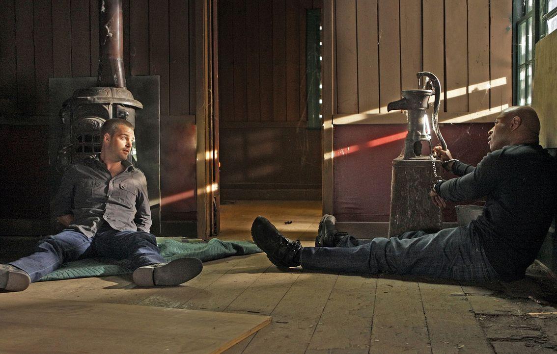 Was ist mit Special Agent G. Callen (Chris O'Donnell, l.) und Special Agent Sam Hanna (LL Cool J, r.) geschehen? - Bildquelle: CBS Studios Inc. All Rights Reserved.