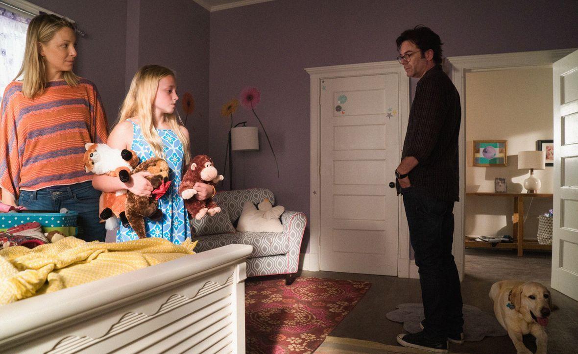 Um seine Tochter Clementine (Madison Wolfe, M.) zu retten, riskiert Mitch (Billy Burke, r.) alles. Doch seine Ex-Frau Audra (Anastasia Griffith, l.)... - Bildquelle: Cook Allender 2015 CBS Broadcasting Inc. All Rights Reserved.