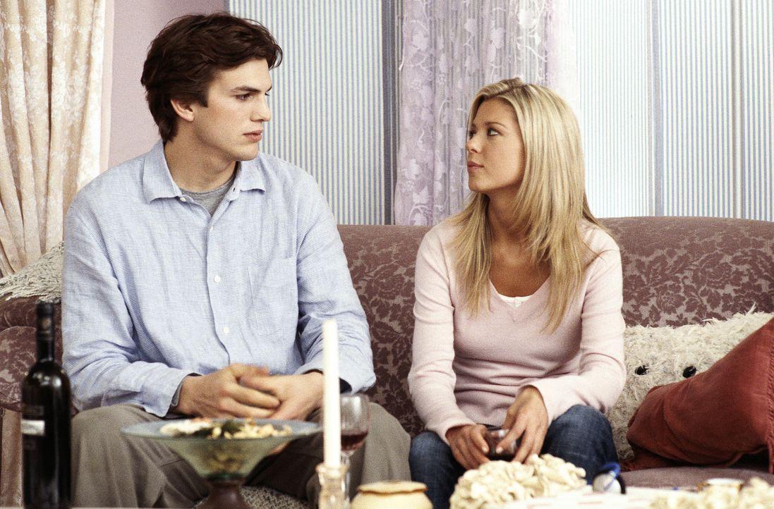 Kaum in der Luxusvilla angekommen, muss Tom (Ashton Kutcher, l.) feststellen, dass sein Schwarm (Tara Reid, r.) ihn gelinkt hat. Denn er soll an ihr... - Bildquelle: Falcom Media