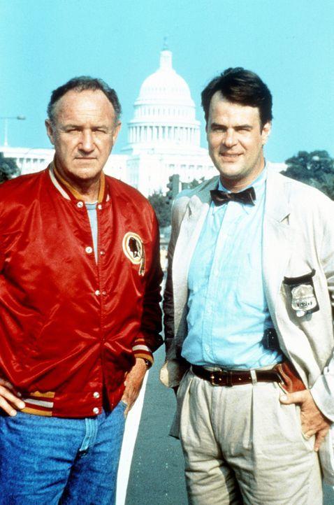 Der Harte und der Zarte: Der erfahrene Cop Mac (Gene Hackman, l.) bekommt einen neuen Partner zugeteilt - den seit einer Gehirnwäsche geistig verwi... - Bildquelle: TriStar Pictures