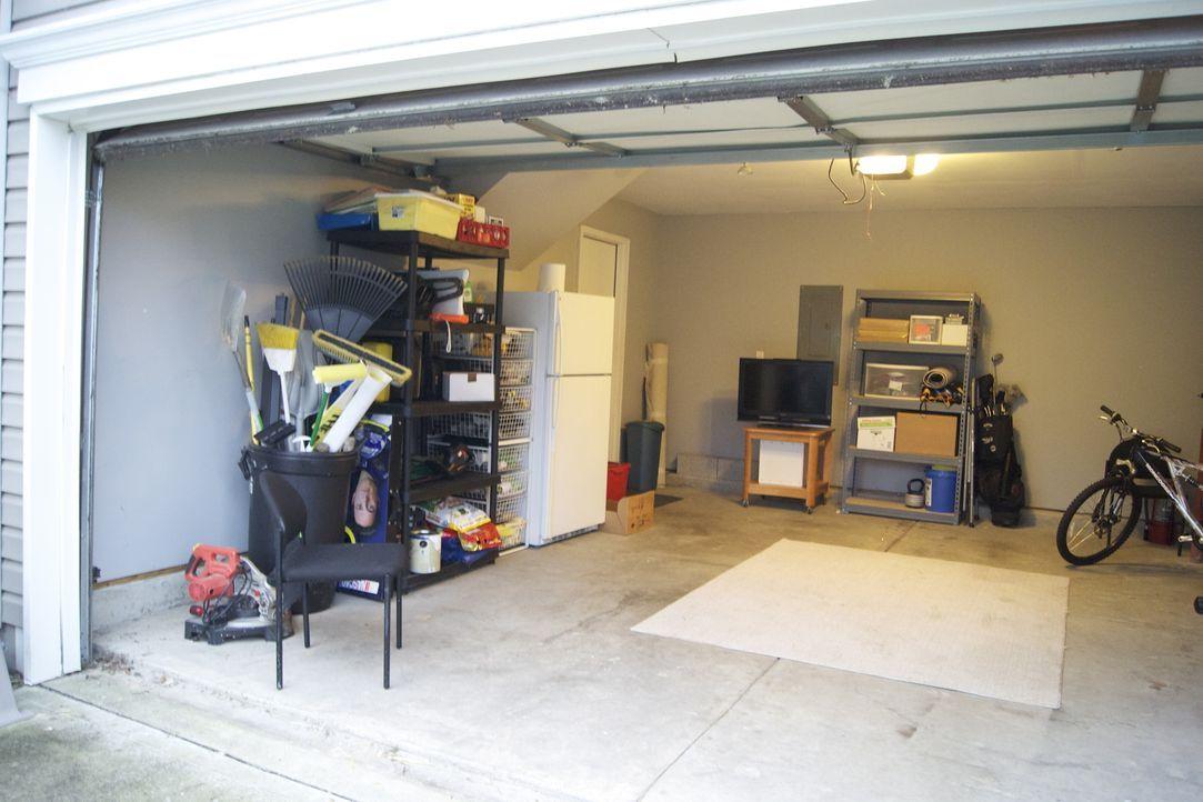 Diese Garage soll von Josh und seinem Team in eine Entertainment-Location umbaut werden ... - Bildquelle: 2012, DIY Network/Scripps Networks, LLC. All Rights Reserved.