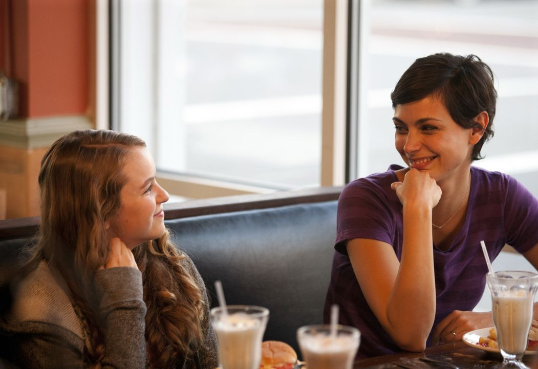 Brody richtet eine seltsame Bitte an seine Tochter: Sollte er irgendwann nicht mehr nach Hause kommen, soll Dana (Morgan Saylor, l.) auf ihre Mutter... - Bildquelle: 20th Century Fox International Television