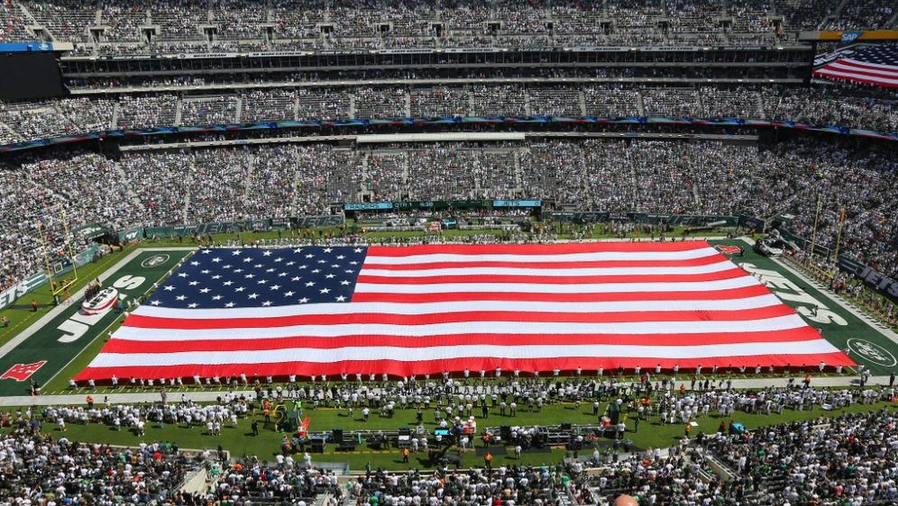 Die neue Hymnenregelung der NFL sorgt weiter für Streit - Bildquelle: PIXATHLONPIXATHLONSID