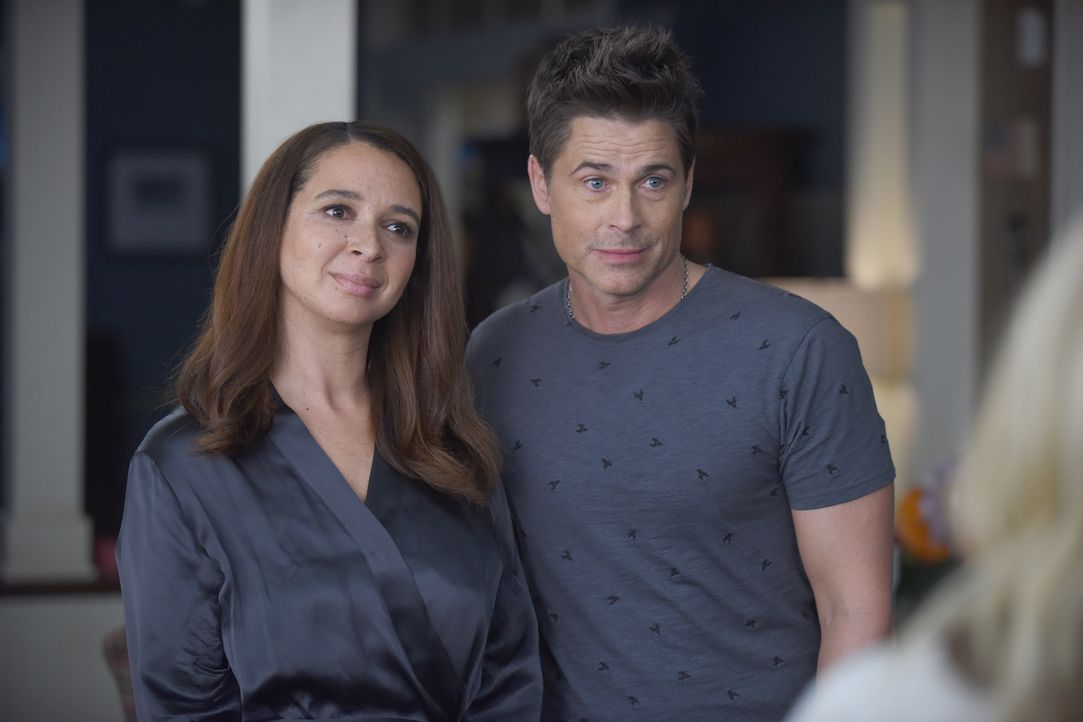 Die Beziehung zwischen Jillian (Maya Rudolph, l.) und Dean (Rob Lowe, r.) könnte die Therapie von Dean beeinflussen - doch das scheint nur Stewart s... - Bildquelle: 2015-2016 Fox and its related entities.  All rights reserved.