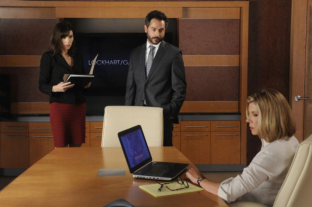 Wasim Al-Said (Omar Metwally, M.) kommt in die Kanzlei und bittet Diane Lockhart (Christine Baranski, r.) und Alicia Florrick (Julianna Margulies, l... - Bildquelle: 2011 CBS Broadcasting Inc. All Rights Reserved.
