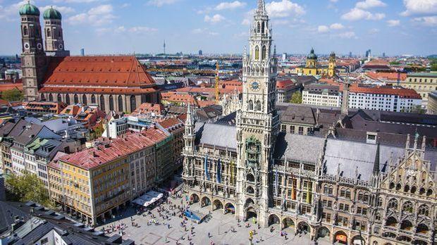 Der Marienplatz ist das Herz der Stadt – idealer Startpunkt für Ihr Sightseei...