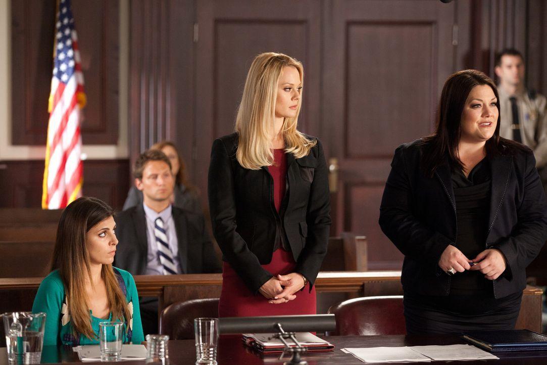 Jane (Brooke Elliott, r.) und Kim (Kate Levering, M.) versuchen Tina Howard (Jamie-Lynn Sigler, l.) davon zu überzeugen, das Spenderherz ihres Brud... - Bildquelle: 2011 Sony Pictures Television Inc. All Rights Reserved.