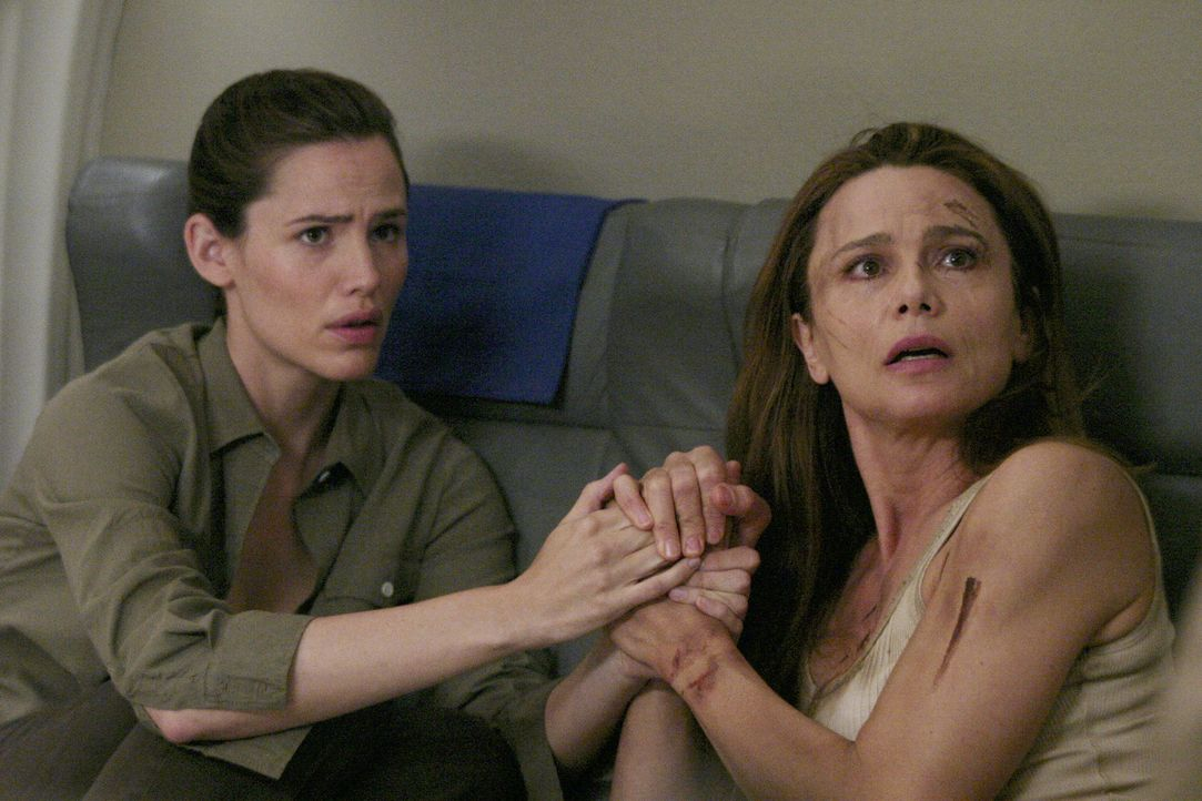 Jack, Sydney (Jennifer Garner, l.) und Nadia befreien Irina (lena Olin, r.), die als Einzige imstande sein könnte, Sloanes und Elenas Pläne zu dur... - Bildquelle: Touchstone Television