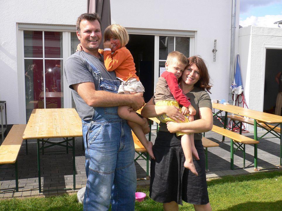 Thomas (42) und Conny (38) Brieden aus Brühl bei Köln haben sich dazu entschlossen, mit ihren zwei Kindern Katharina (4) und Leonard (3) Deutschla... - Bildquelle: kabel eins