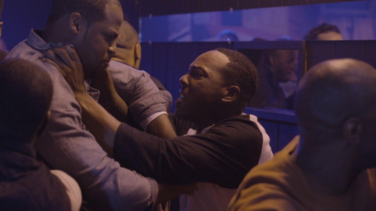 Eine massive Schlägerei in einer Bar gipfelt mit einem tödlichen Schuss auf einen 21-jährigen Soldaten. Da jedoch niemand gesehen hat, von wem der S... - Bildquelle: Jupiter Entertainment