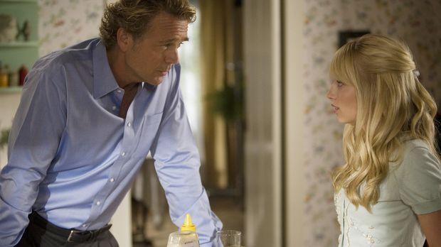 Marshall (John Schneider, l.) liebt seine Tochter Grace (Megan Park, r.) und...