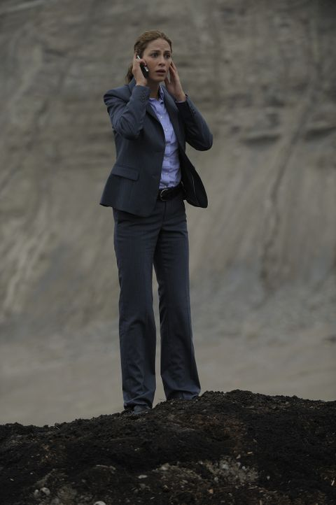Als Agentin Myka Bering (Joanne Kelly) realisiert, worauf sie sich eingelassen hat, ist es bereits zu spät. Ihr neuer Job die Bewachung des Warehous... - Bildquelle: Philippe Bosse SCI FI Channel